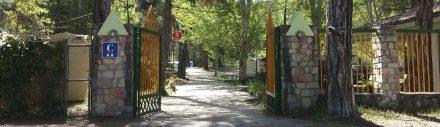 Entrada al Camping La Dehesa de Cañamares