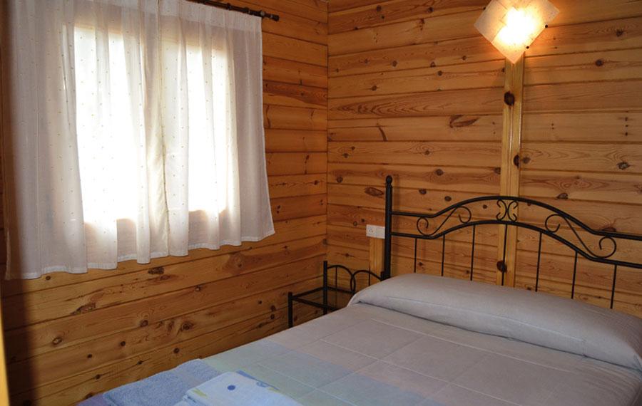 Dormitorio de bungalow en Camping Orea