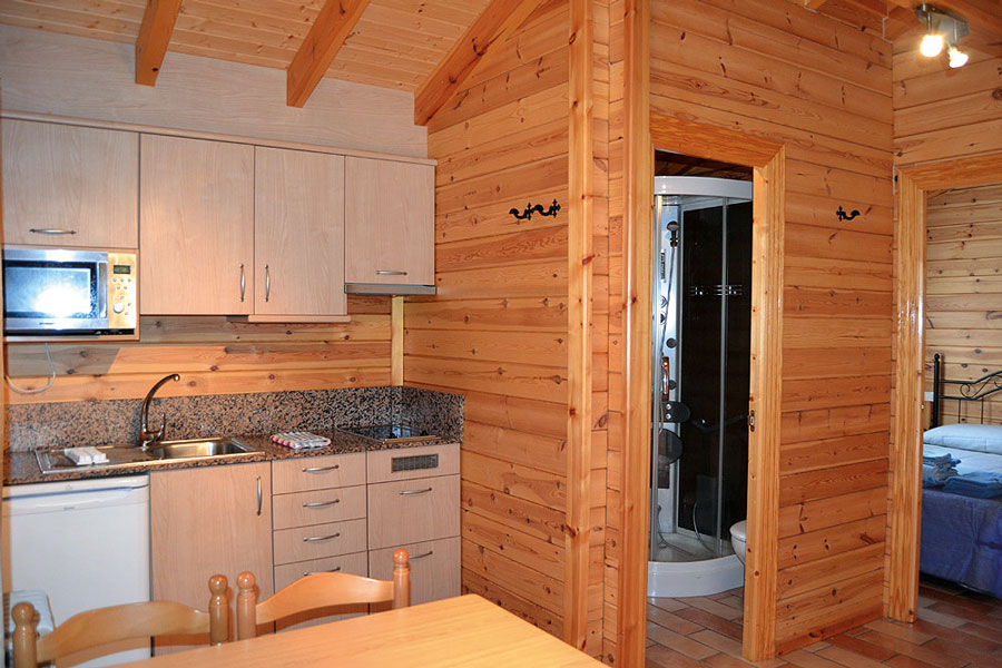 Interior del bungalow del camping Orea