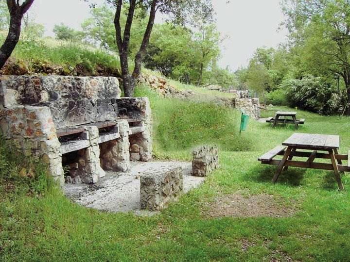 Barbacoas en el Camping Sierra de Peñascosa